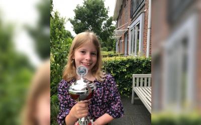 Negenjarige Barneveldse schaakkampioene: 'Ik deed mee om te winnen'